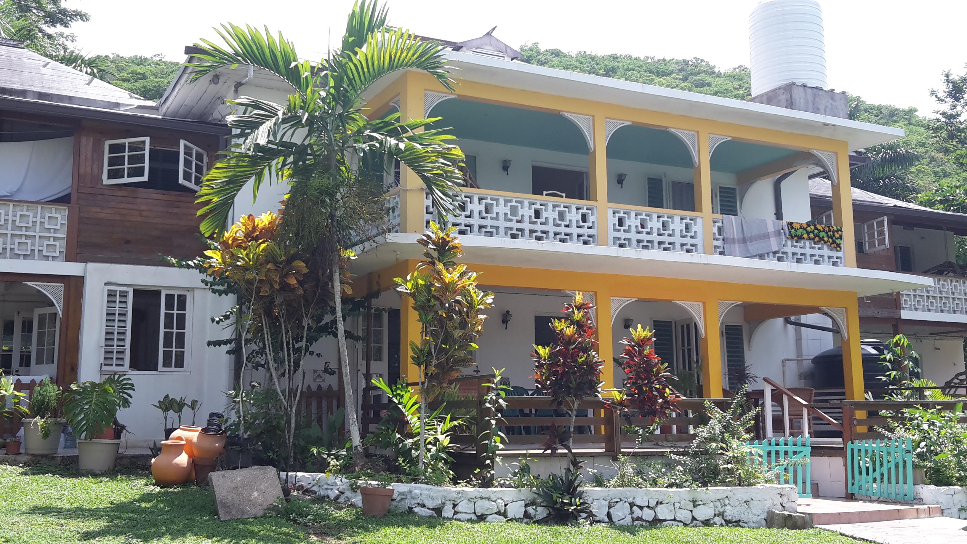The villa asa 39 s b b spring garden villa enjoy your jamaica vacation for Spring garden jamaican restaurant